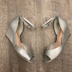 De Blossom Collection silver peep toe wedges